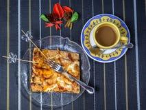 Яблочный пирог и чашка кофе для завтрака Стоковые Изображения