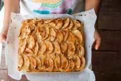 Яблочный пирог, пирог от сладостных яблок на про-двойном Стоковая Фотография RF