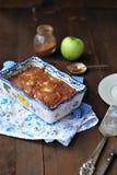 Яблочный пирог с изюминками стоковые изображения