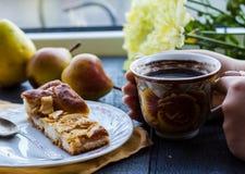 Яблочный пирог с чашкой кофе, завтрак Стоковое Изображение