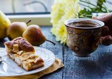 Яблочный пирог с чашкой кофе, завтрак Стоковая Фотография