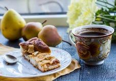 Яблочный пирог с чашкой кофе, завтрак Стоковое Фото