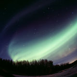 явление северного сияния дуги сильное Стоковое Изображение