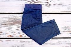 Ягнит новые сложенные брюки демикотона стоковое изображение