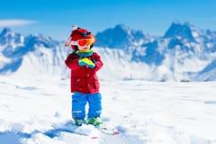 Ягнит спорт снега зимы Лыжа детей Катание на лыжах семьи Стоковое Фото