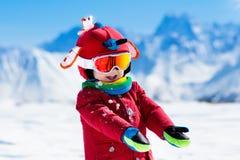 Ягнит спорт снега зимы Лыжа детей Катание на лыжах семьи Стоковые Изображения RF