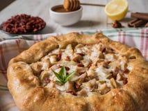 Ягоды Goji с яблоками в пироге Полезные рецепты с Superfoods Стоковая Фотография RF