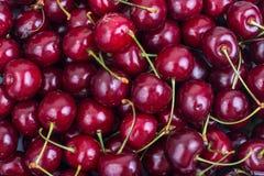 Ягоды зрелых красных вишен Стоковая Фотография RF