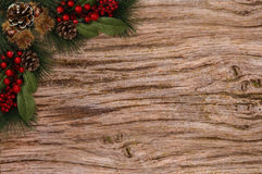 Ягоды красного цвета конусов сосны бирки предпосылки рождества Стоковая Фотография RF