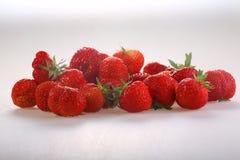 Ягоды красной зрелой клубники на белой предпосылке Стоковая Фотография