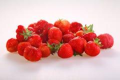 Ягоды красной зрелой клубники на белой предпосылке Стоковое фото RF