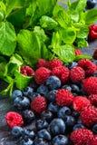 ягоды на таблице Стоковое Изображение RF