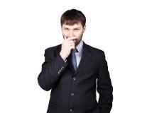 Язык жестов Лож недоверия жестов закрывает рот вручную, закрытая позиция человек в деловом костюме изолированном на белизне стоковые фотографии rf