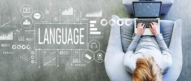 Язык с человеком используя ноутбук стоковое изображение rf