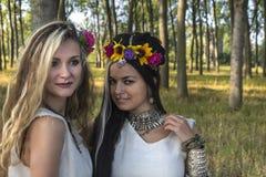 Языческие девушки в лесе Стоковая Фотография RF