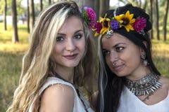 Языческие девушки в лесе Стоковые Фотографии RF