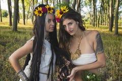 Языческие девушки в лесе Стоковое Изображение RF