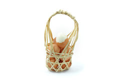 Яичка в бамбуковой корзине Стоковые Изображения