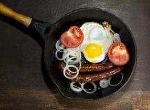 яичка зажарили сковороду Стоковое Фото