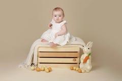 Яичка зайчика пасхи младенца Стоковое Фото