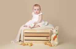 Яичка зайчика пасхи младенца Стоковая Фотография