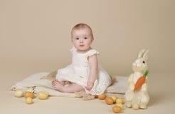 Яичка зайчика пасхи младенца Стоковые Фотографии RF