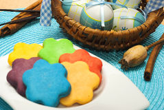 Яичка и печенья Стоковые Изображения