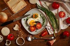 Яичка и томаты для завтрака Стоковые Фотографии RF