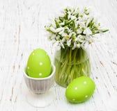 Яичка и snowdrops весны Стоковое Изображение RF