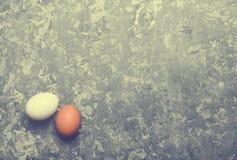 2 яичка на конкретной поверхности овощи шнура еды cauliflowers морковей фасолей естественные Стоковая Фотография