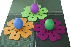 Яичка на цветках Стоковые Фото