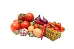 Яичка, овощи и макаронные изделия на белой предпосылке Стоковые Изображения