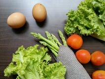 Яичка & свежие овощи Стоковые Изображения