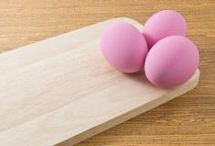 Яичка столетия или яичка Pidan на деревянной доске Стоковое фото RF