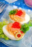 Яичка с, который курят salmon и красной икрой Стоковые Фотографии RF