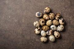 Яичка триперсток на каменной таблице Стоковые Фотографии RF
