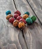 Яичка триперсток пасхи на деревянной предпосылке Селективный фокус Стоковое Фото