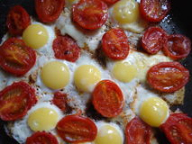 Яичка триперсток с томатами вишни Стоковое Изображение