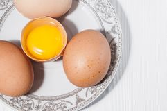 Яичка цыпленка в плите Стоковое Изображение