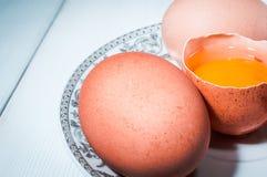Яичка цыпленка в плите Стоковые Изображения