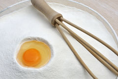 яичка flour смешивать готовый стоковые изображения