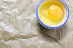 Яичко курицы в шаре Стоковое Фото