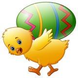 Яичко нося счастливого цыпленка шаржа Стоковое Изображение RF