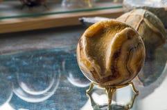 Яичко песчаника и минеральный шарик Стоковые Изображения