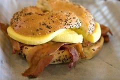 яичко сыра bagel бекона стоковые фото