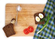 Яичко триперсток и wholegrain положение квартиры хлеба Стоковое фото RF