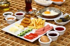Яичницы и турецкая плита завтрака Стоковые Фото