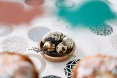 Яйца триперсток E Предпосылка праздника пасхи, весенний сезон r r стоковые изображения