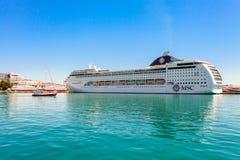 ЯЛТА, УКРАИНА - 21-ОЕ МАЯ: Туристическое судно MSC Lirica Стоковая Фотография RF