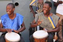 Ямайские уличные исполнители играя барабанчики бонго стоковое изображение